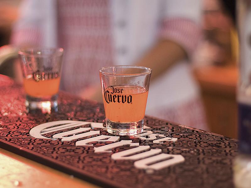 Tequila y Sabores: Shots para colorear el invierno