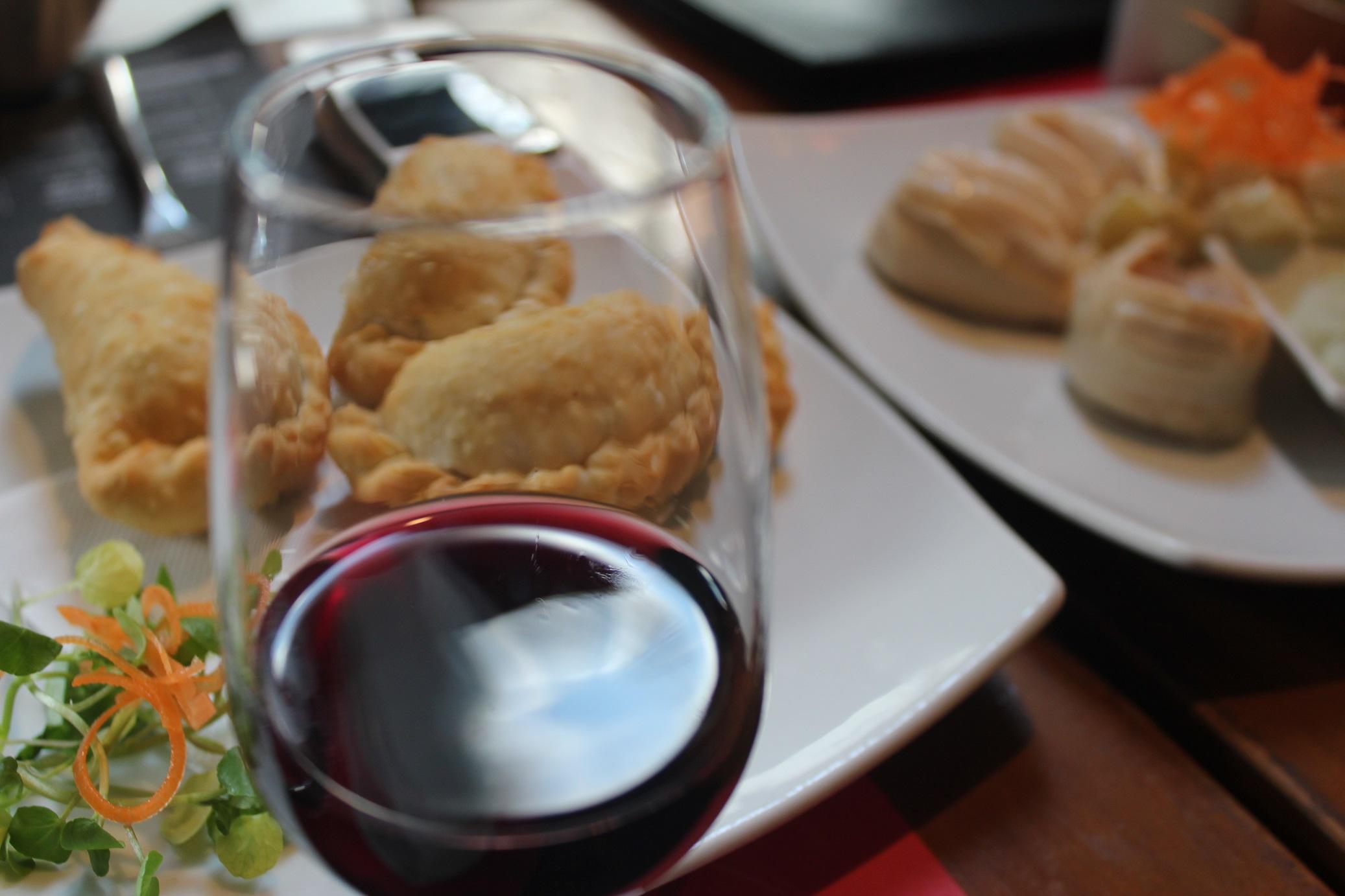 Restaurante LA CAV: Maridajes en torno a la cocina chilena y sus vinos.