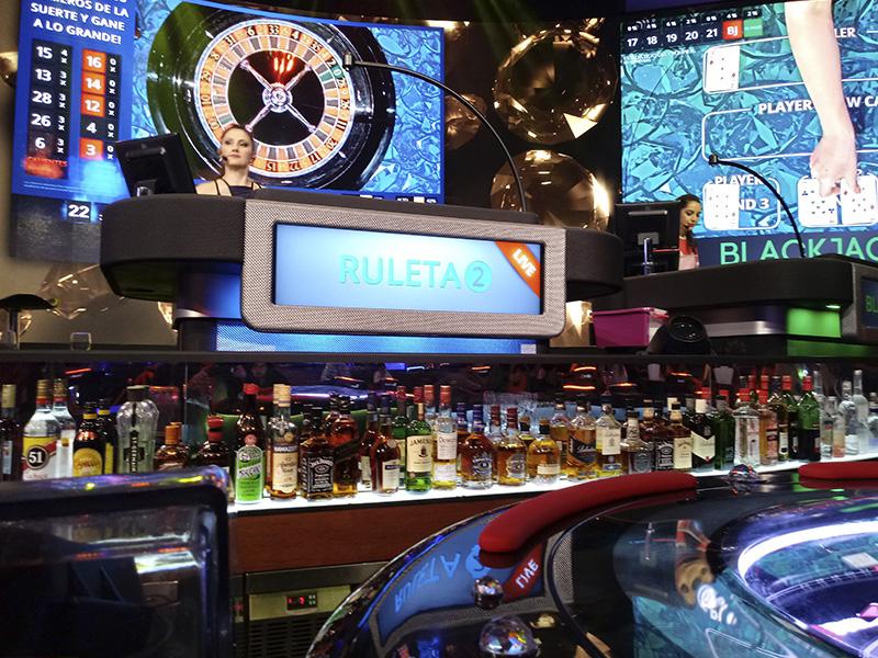SISUN Gaming Bar: Realidad virtual, coctelería y apuestas.
