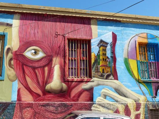 Cerros Mariposa y Monja de Valparaíso reciben el primer festival Wine and Art