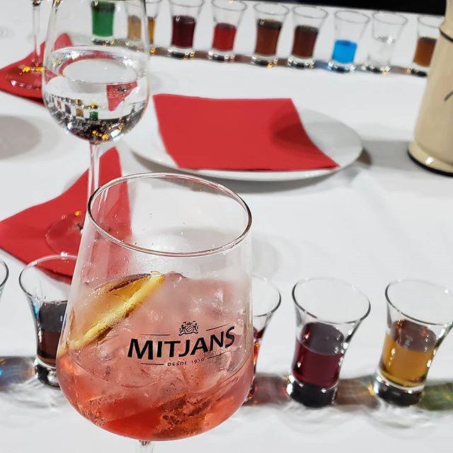 Mitjans renueva su línea de licores dulces