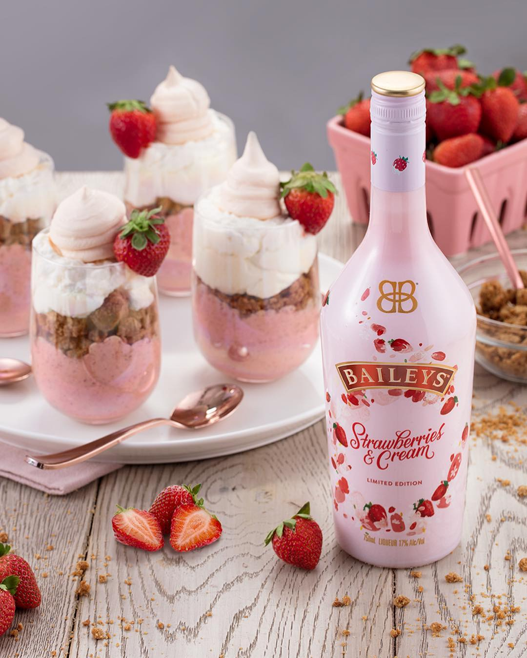 """Llega a Chile """"Strawberries and Cream"""", lo nuevo de Baileys"""